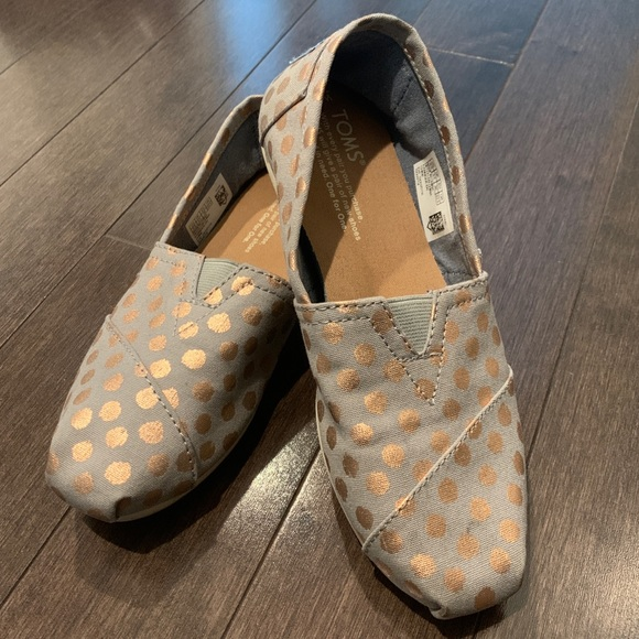 TOMS 5.5 Grey with Gold Dots (EUC)